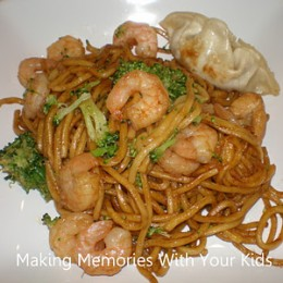 Chichen and Shrimp Yakisoba