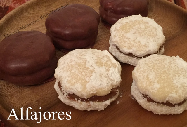 Peruvian Alfajores - Delicious Cookie FIlled with Dulce de Leche