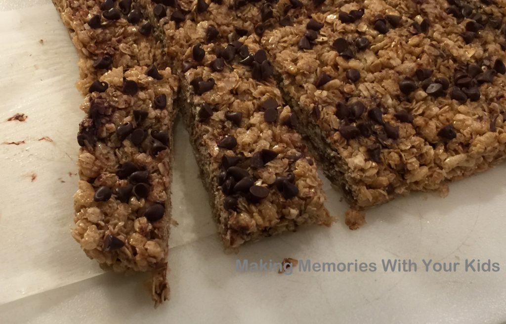 Homemade Chewy Chocolate Chip Granola Bars